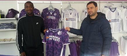 """Deslandes a semnat contractul cu FC Argeș, în prezența suporterilor. """"Forța FC Argeș!"""" au fost primele lui cuvinte în română!"""