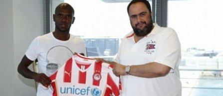 Eric Abidal a semnat cu Olympiakos Pireu