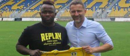 Atacantul Toto Tamuz a semnat un contract valabil un sezon cu Petrolul Ploieşti