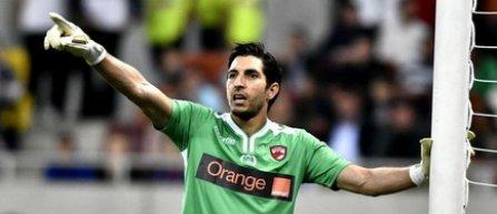 Dinamo s-a despărţit şi de portarul panamez Penedo