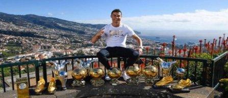 Cristiano Ronaldo a pozat cu toate trofeele câştigate