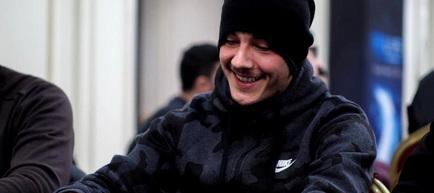 Fotbalistul român pasionat de poker: A renunțat temporar la acest sport pentru o carieră profesionistă
