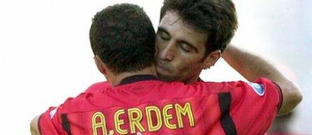 Galatasaray le-a retras legitimaţiile de membru lui Hakan Şükür şi Arif Erdem, din cauza apropierii de Fethullah Gülen
