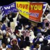 Politia din Arabia Saudita confisca tricourile si steagurile Romaniei (video)